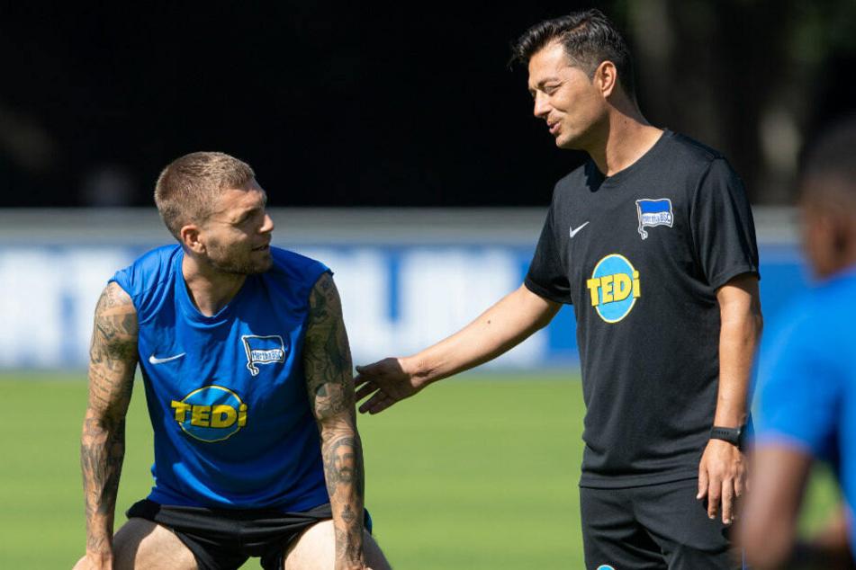 Ante Covic spricht mit Alexander Esswein.