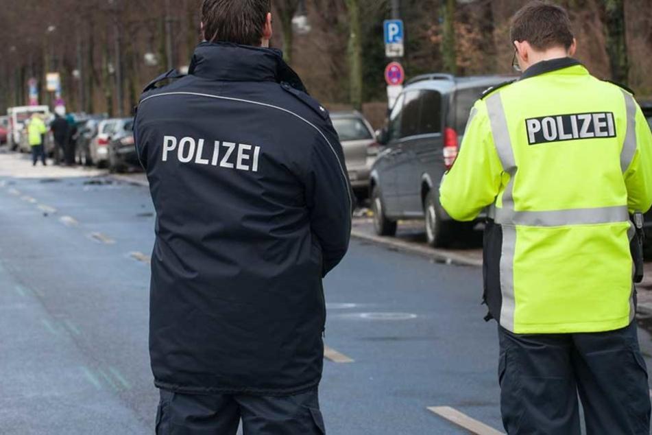 Die Polizisten konnten den 24-Jährigen Unfallfahrer stellen (Symbolbild).