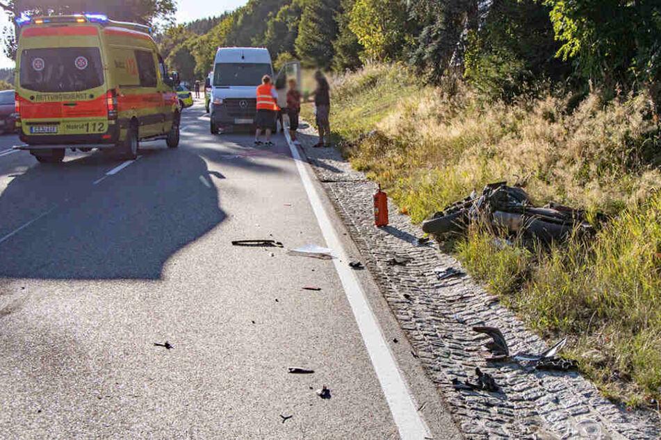 Heftiger Motorrad-Unfall im Erzgebirge: Biker schwer verletzt