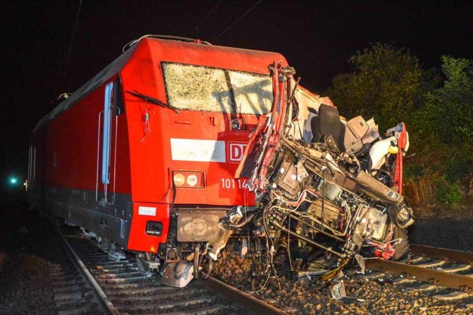 Für den Lastwagenfahrer kam jede Hilfe zu spät. Er starb noch an der Unglücksstelle.