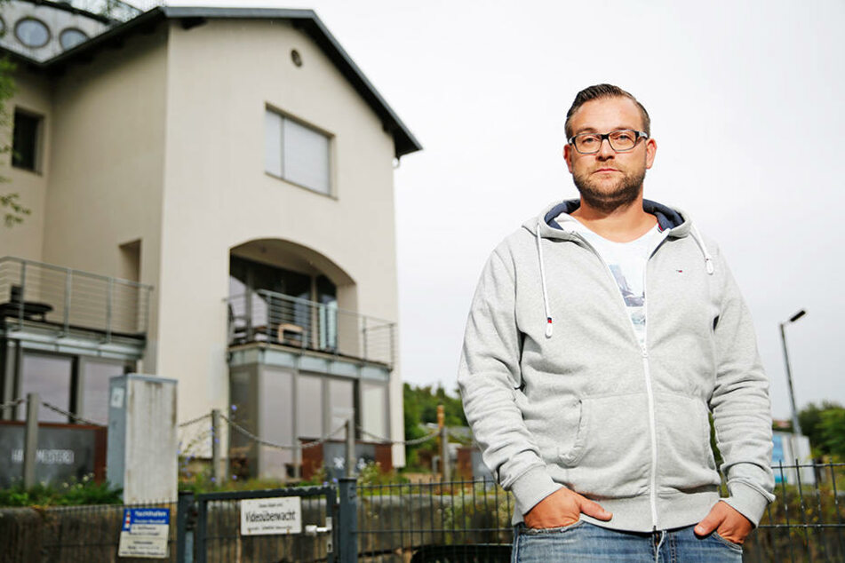 """Statt Restaurantbetrieb: """"Hafenmeister"""" Georg Bauch (32) setzt auf eine warme  Open-Air-Saison mit Grillwurst und Eis."""