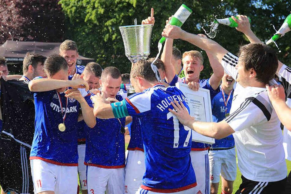 Als Jugendtrainer feierte Hannes Drews (r.) in Kiel große Erfolge.