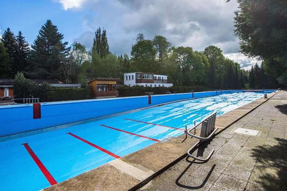 Das 100-Meter-Becken im Bernsdorfer Bad: Ob es sich auch 2019 füllt, ist offen.