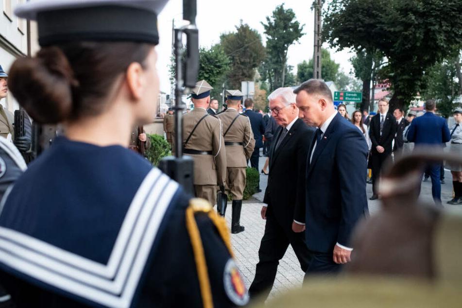 Bundespräsident Frank-Walter Steinmeier und der polnische Präsident Andrzej Duda (r) bei den Gedenkfeierlichkeiten der Stadt Wielun zum 80. Jahrestag.