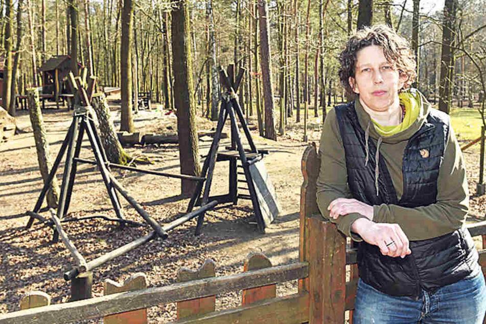 Als Mitarbeiterin des Betreibervereins kämpft Nicole Hohnen (45) um den  Waldspielplatz.