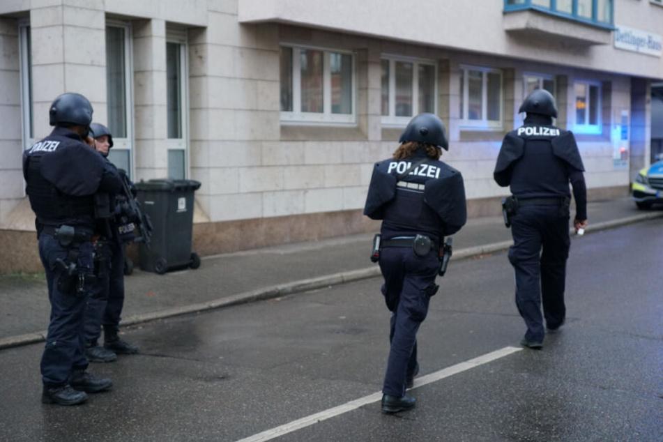 Polizisten in Schutzmontur am Donnerstag in der Innenstadt.