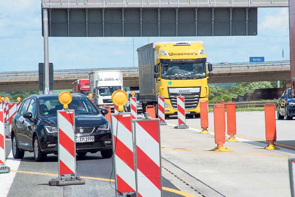 Höhe Chemnitz-Mitte wird derzeit eine Lärmschutzwand errichtet. Die Folge:  Behinderungen für Autofahrer.