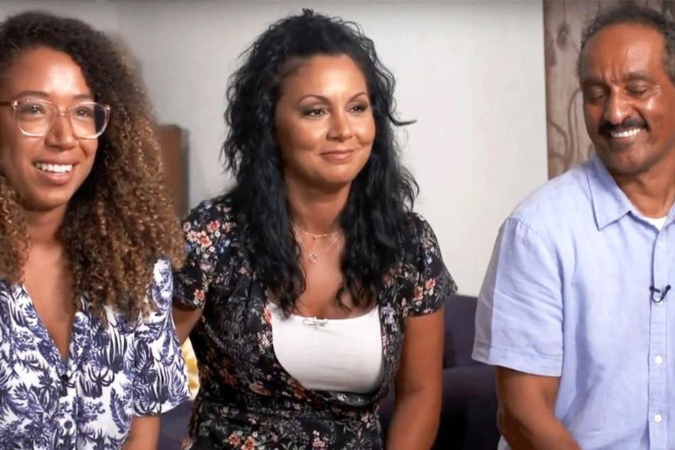 John Gonsalves mit seinen Töchtern Robin (21) und Jeanie (40).
