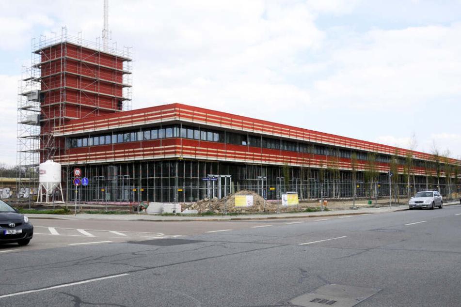Der Unfall geschah unmittelbar vor der neuen Feuerwache Altstadt (Archivbild).