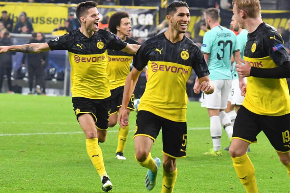 Dortmunds Matchwinner Achraf Hakimi und der Torschütze zum zwischenzeitlichen 2:2-Ausgleich Julian Brandt.