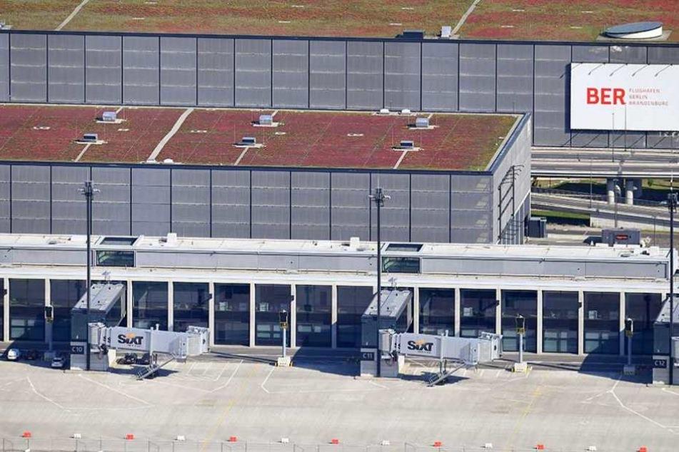 Am BER saßen Hunderte Passagiere fest, weil ihre Flieger da hin umgeleitet wurden.