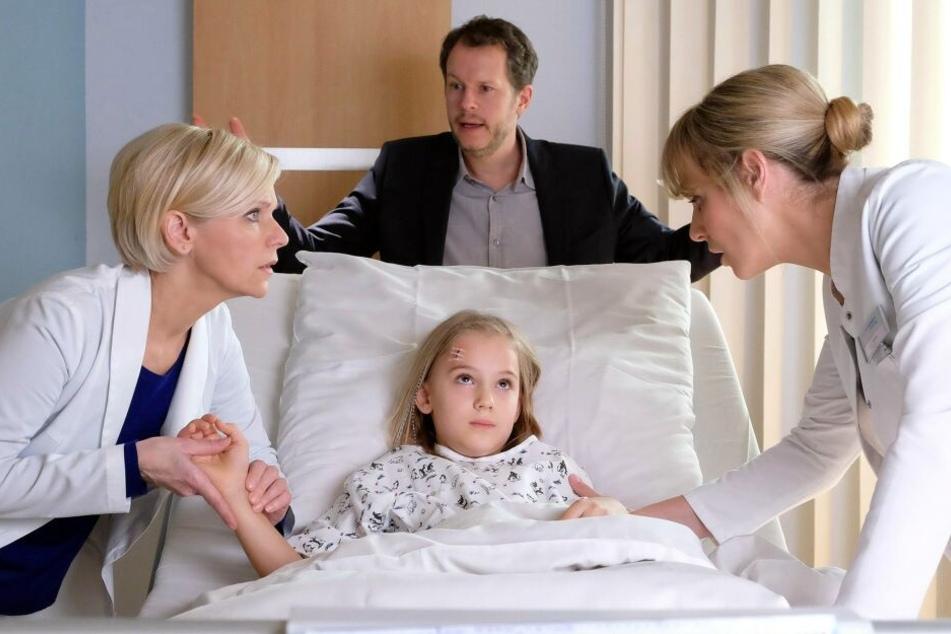 Clara (6) wird mit Kopfschmerzen in die Sachsenklinik eingeliefert. Schnell wird klar, dass sie schnell operiert werden muss.