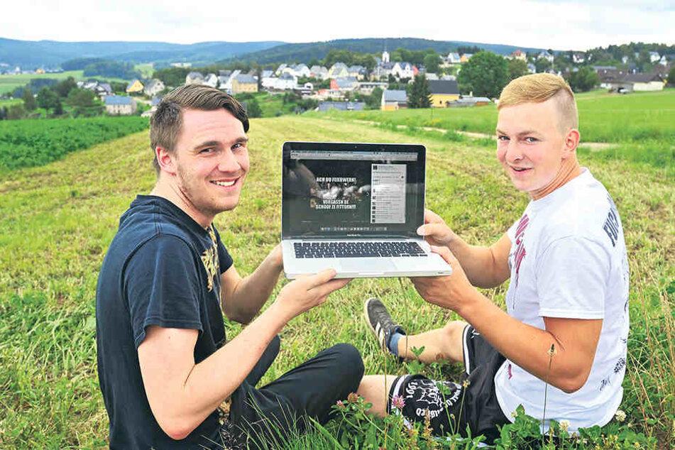 Richard Georgi (20) und Yannic Conrad (20) stecken hinter der Seite.
