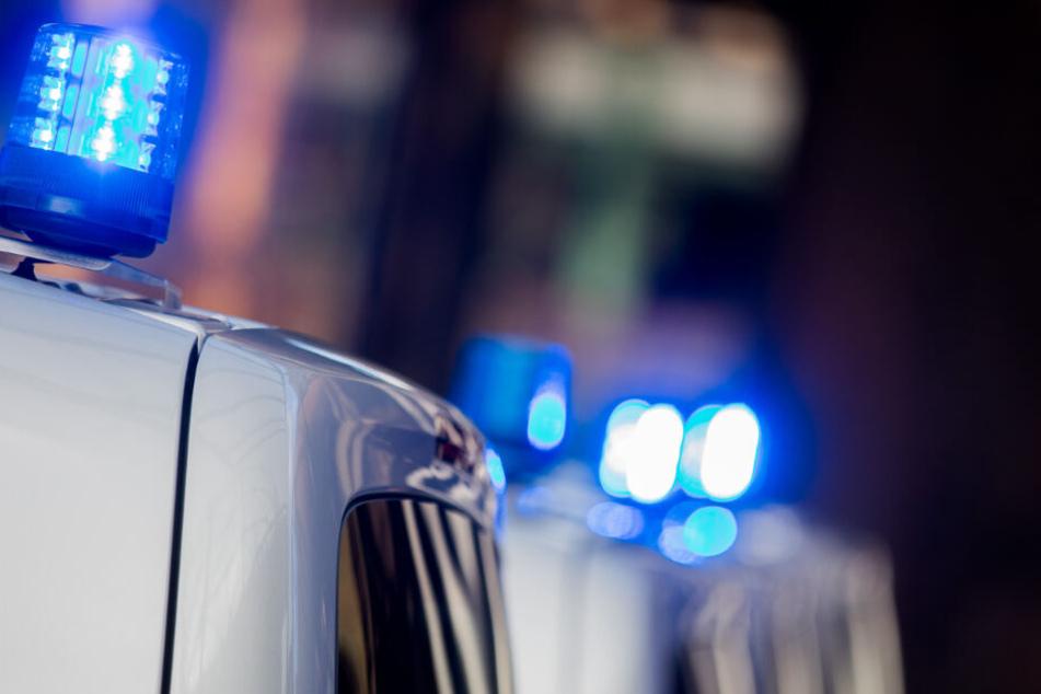 Polizisten haben Haus und Grundstück des Tatverdächtigen durchsucht. (Symbolbild)