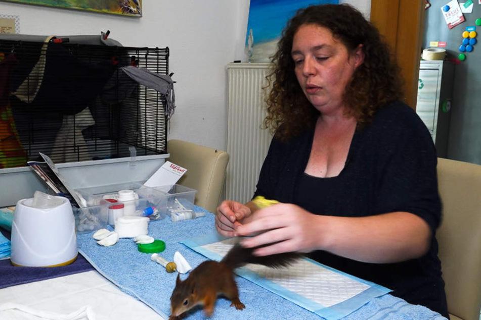 Sandra Jelen kümmert sich liebevoll um die süßen Tierchen.