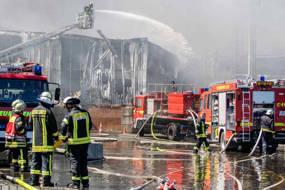 Der Brand hatte sich auf vier Hallen ausgedehnt.
