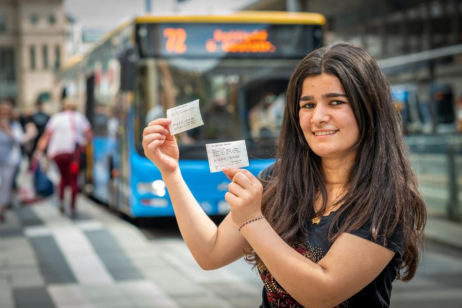 Tili Sulemann (19) freut sich über das Azubi-Ferienticket, mit dem sie durch ganz Sachsen fahren kann.