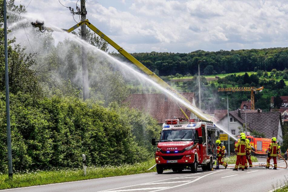 Feuer, während er am Strommast arbeitet: 37-Jähriger stürzt in die Tiefe!