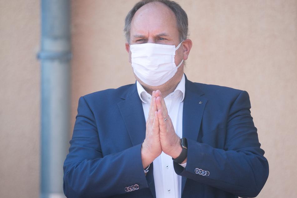 Dirk Hilbert (49, FDP) muss bis zum 6. November in Quarantäne.