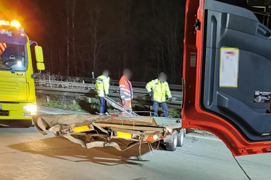 Unfall A14: Anhänger geht auf Muldenbrücke verloren: Massenkarambolage auf der A14!
