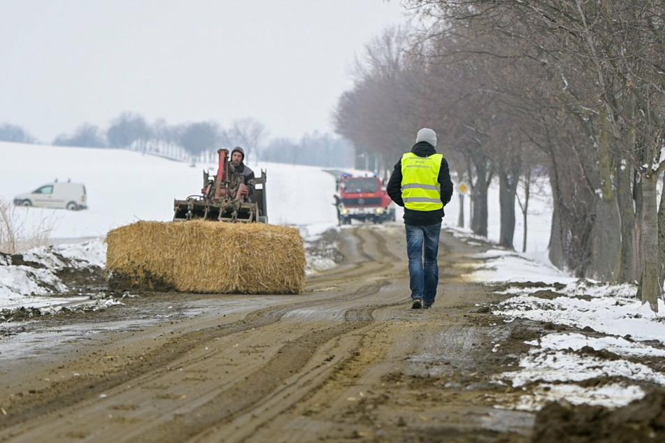 Feuerwehr und Landwirte kämpften am Donnerstag gegen Hunderte Liter stinkende Gülle.