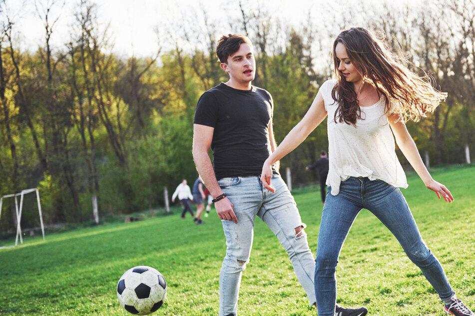 Männer und Frauen zusammen in einem Fußball-Team? Ein Land macht das zukünftig möglich!