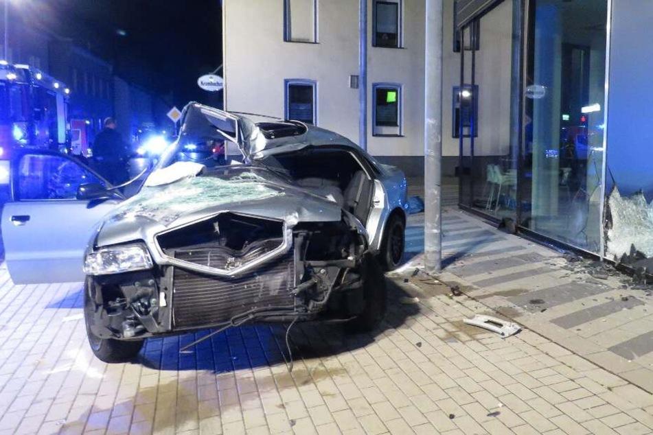 Das Auto war nach dem Crash nur noch Schrott.