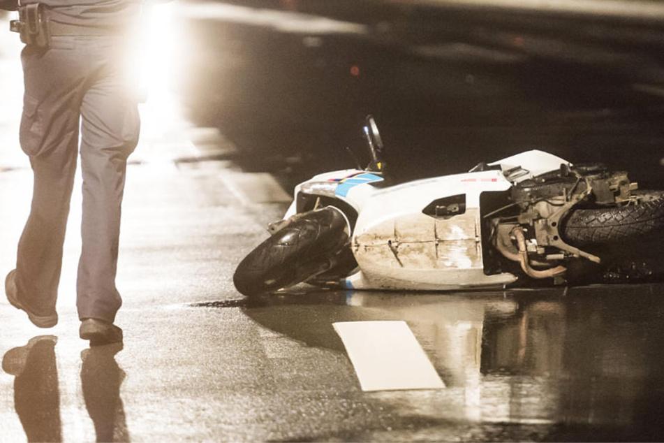 Tödlicher Crash: VW Bus rammt Mofaroller