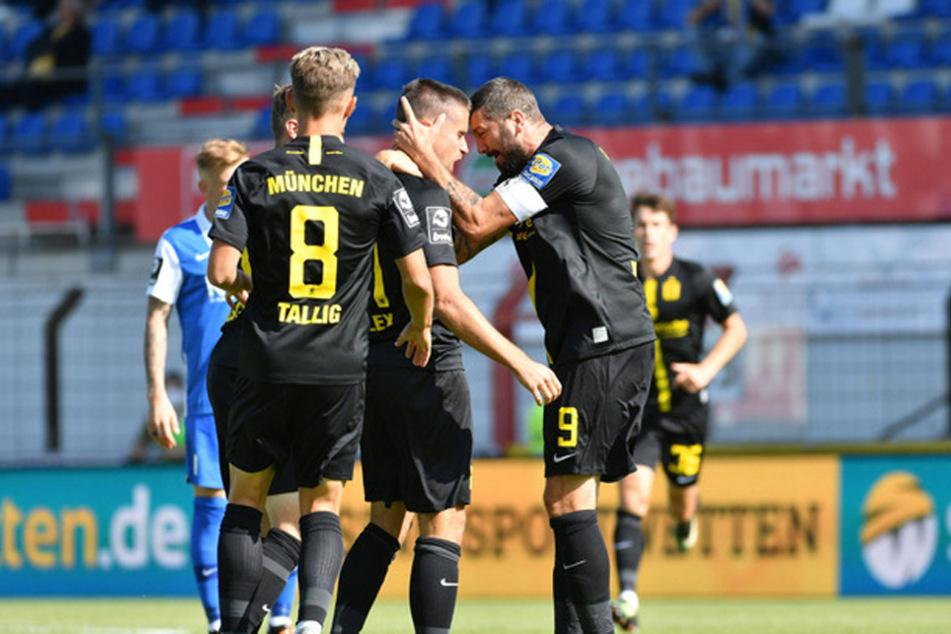 Grund zum Feiern: Der TSV 1860 München gewinnt in Meppen mit 3:1 den Saisonauftakt.
