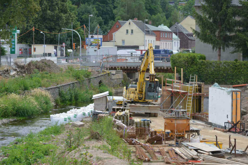 Dauert noch bis mindestens September 2020: Die Hochwasserschutz-Bauarbeiten an der Würschnitz.