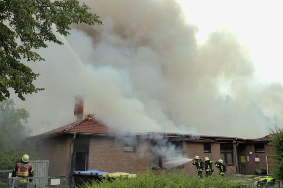 Etwa 170 Feuerwehrleute und DRK-Helfer kamen zum Einsatz.