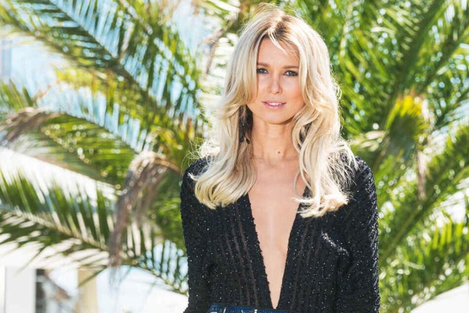 """Scharf & sexy: als Modenschau-Model würzt Katja Kühne (32) die  """"Genusswelten""""."""