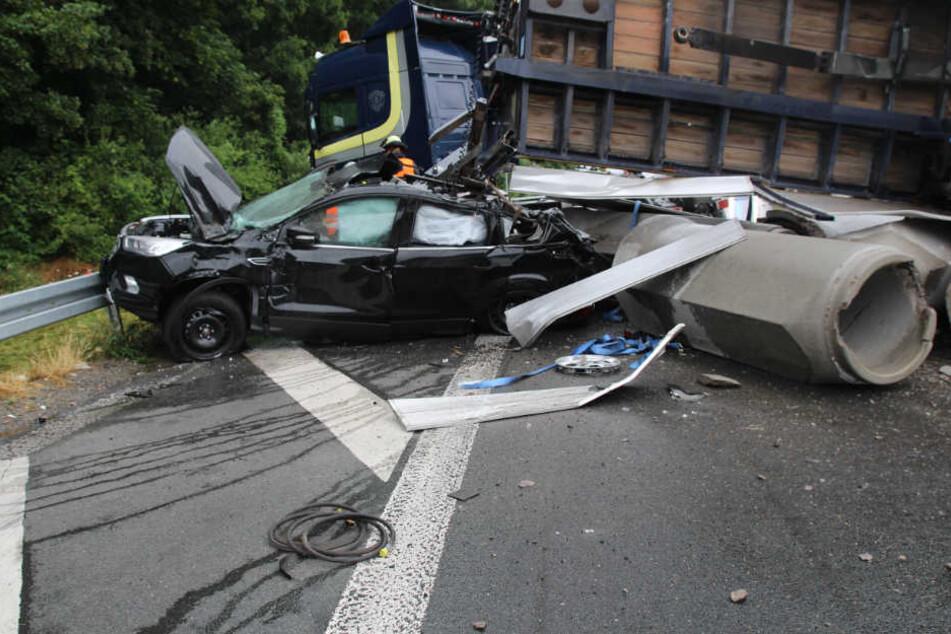 Der Wagen war nach dem Unfall nur noch Schrott.