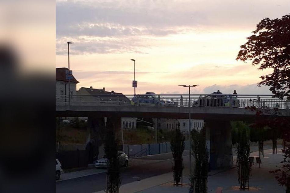 Auf der Brücke Crimmitschauer Straße in Meerane gab es am Sonntagabend einen Polizeieinsatz.
