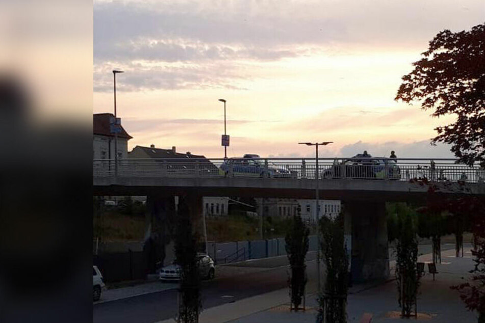Fast 4 Promille! Betrunkner legt Bahnbrücke lahm