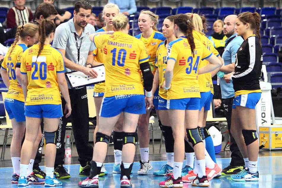 Die Spielerinnen des HC Leipzig konnten sich am Sonntag nicht gegen die Gegner vom Thüringer HC durchsetzen.