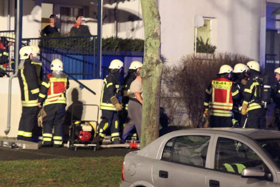 Fünf Hausbewohner, darunter auch ein Baby (1), mussten von der Feuerwehr gerettet werden.