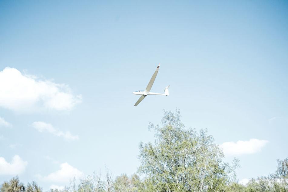 Ein Segelflieger musste am Freitag notlanden. (Symbolbild)