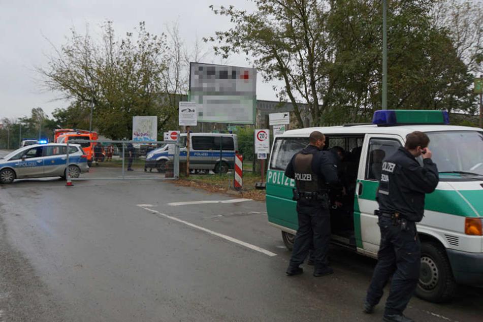 Die Polizei sicherte das Gelände des Recyclinghofs während der Entschärfung.