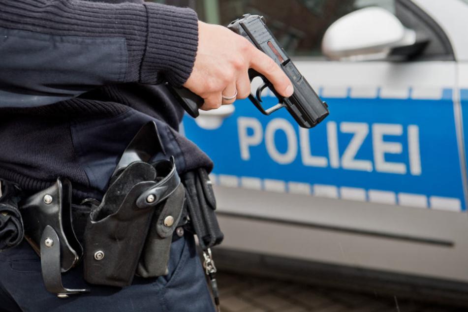 Die Polizei fahndet nach dem unbekannten Täter (Symbolfoto).