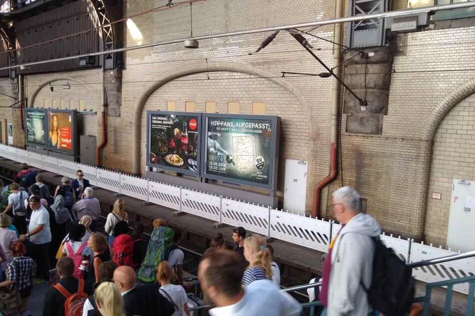 Plakate am Hauptbahnhof: Sandhausen zeigt dem HSV, wo's langgeht