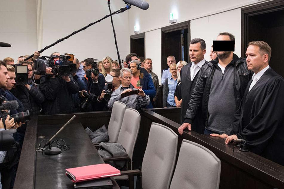 Die Staatsanwaltschaft wirft Wilfried W. (46) und seiner Ex-Frau Angelika (47) zweifachen Mord durch Unterlassen sowie mehrfache Körperverletzung vor.