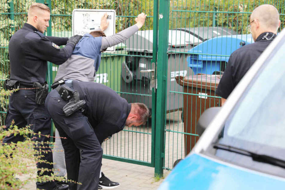 Die Polizei nahm zwei Tatverdächtige vorläufig fest.