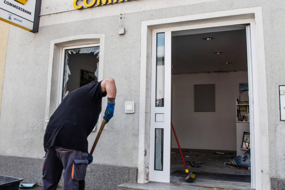 In Röslau ist in der Nacht auf Donnerstag ein Geldautomat gesprengt worden.