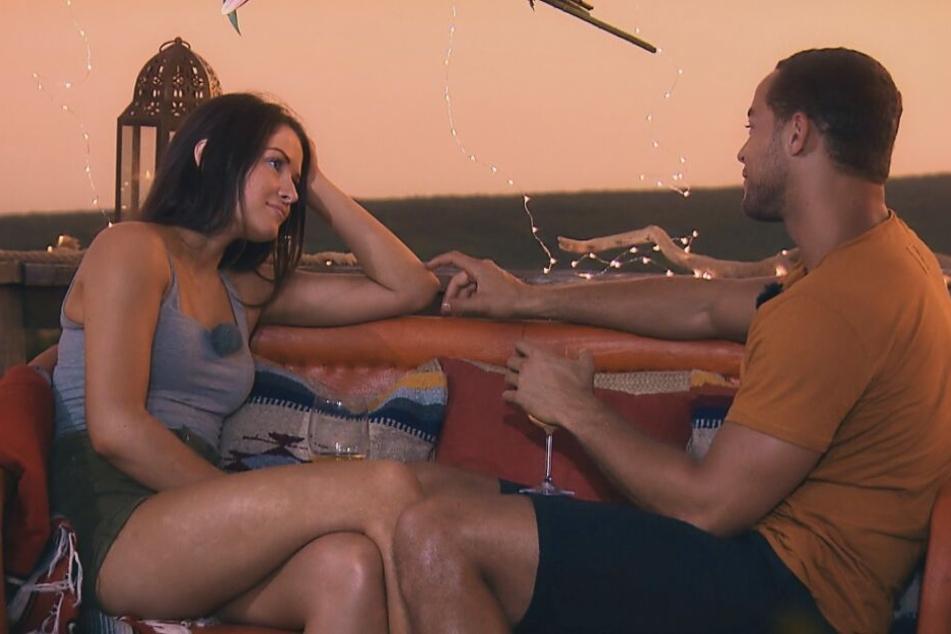 Zwischen Claudia und dem Bachelor scheint die Chemie zu stimmen.