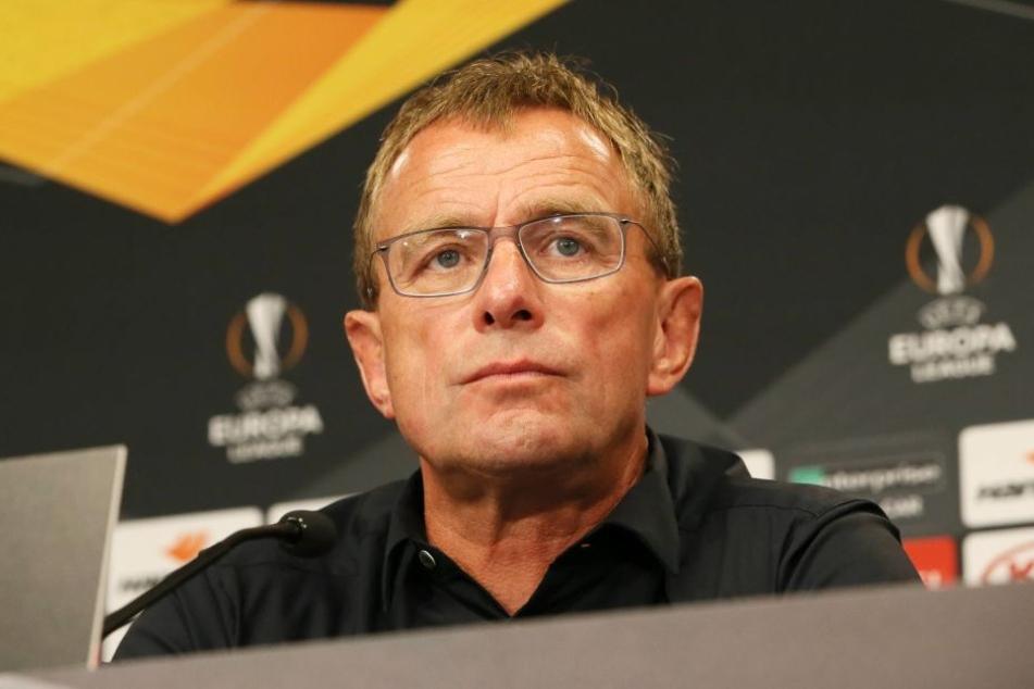 """RB Leipzigs Trainer Ralf Rangnick. Im Dosen-Duell kickt """"jeder auch gegen sich selbst!"""""""