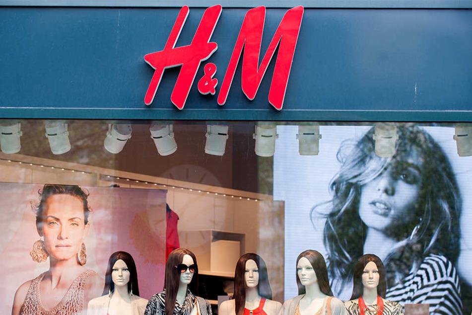H&M will mehrere Filialen schließen. (Symbolbild)