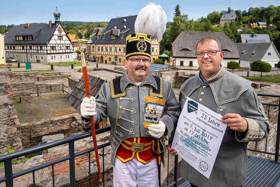 Der Vorsitzende der Saigerhüttenknappschaft Olbernhau-Grünthal, René Maier (49), und Chef des Tourismusvereins, Udo Brückner (48, r.), fiebern der Welterbe-Entscheidung entgegen.