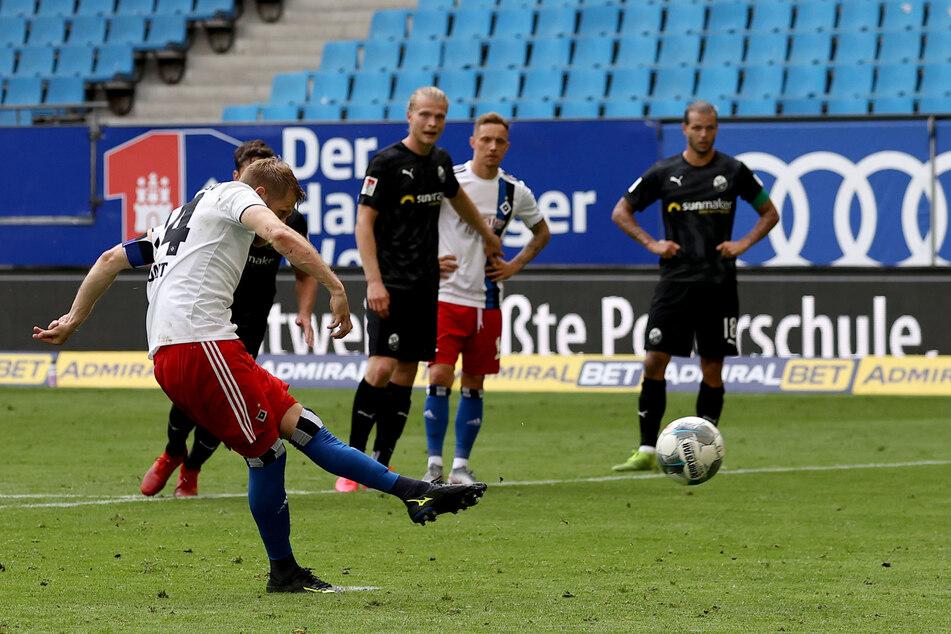 Aaron Hunt erzielt den 1:2-Anschlusstreffer für den HSV gegen den SV Sandhausen.