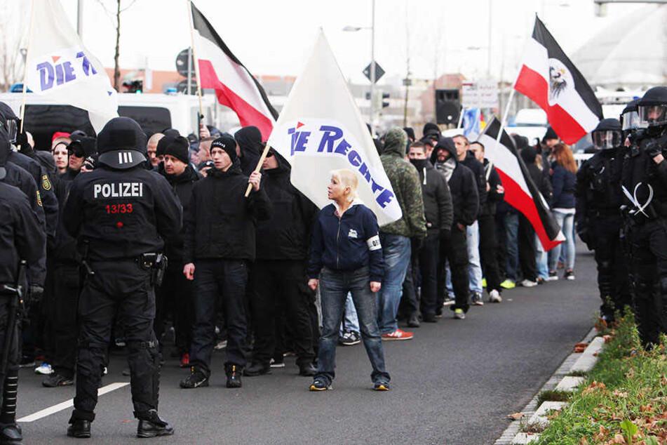"""Anhänger der Partei """"Die Rechte"""" beim Nazi-Aufmarsch am 12.12.2015. Die Polizei befürchtet ähnliche gewaltsame Ausschreitungen wie bei der damaligen Demonstration."""